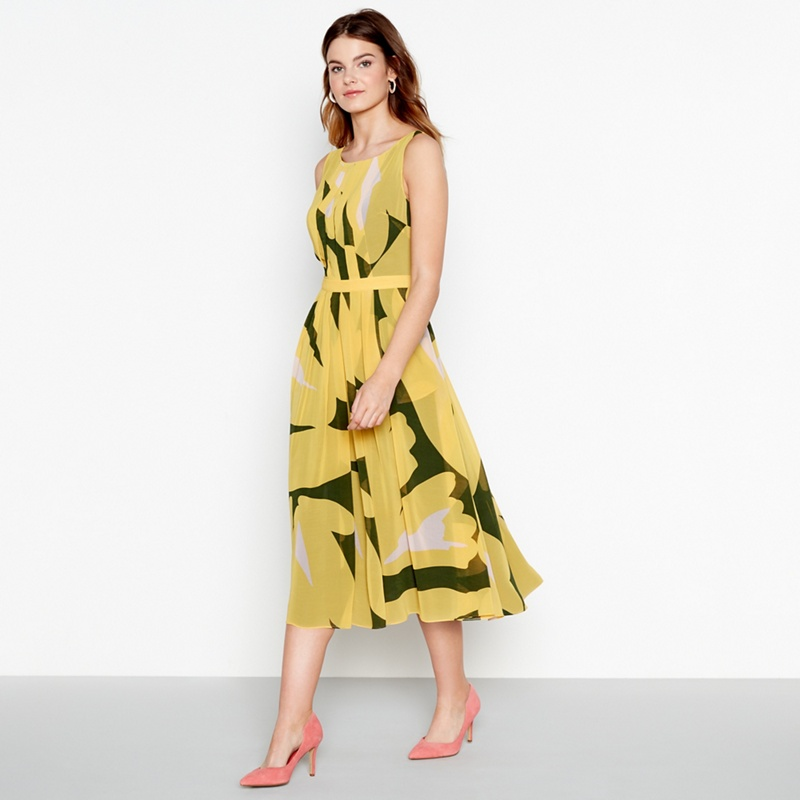 3819bc8036a Yellow Coloured Mother Of The Bride Outfits and Dresses 2019 ...