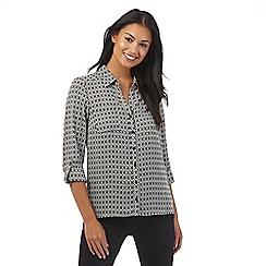 The Collection Petite - Black and cream geometric print shirt