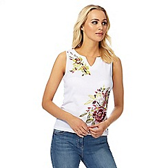 Maine New England - White floral embroidered notch neck top