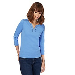 Maine New England - Blue broderie notch neck top