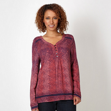 Maine New England - Dark rose brick patterned top