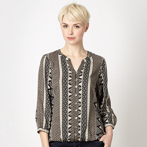 Maine New England - Taupe woven aztec bubble hem top