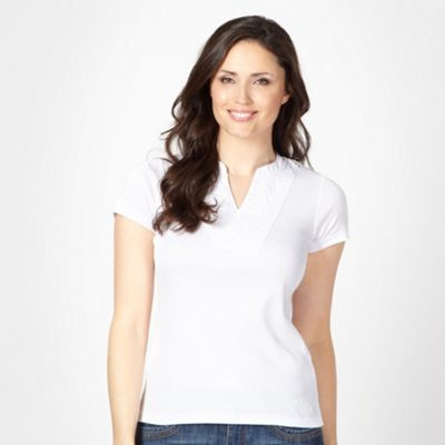 Maine New England White applique Y neck t-shirt product image
