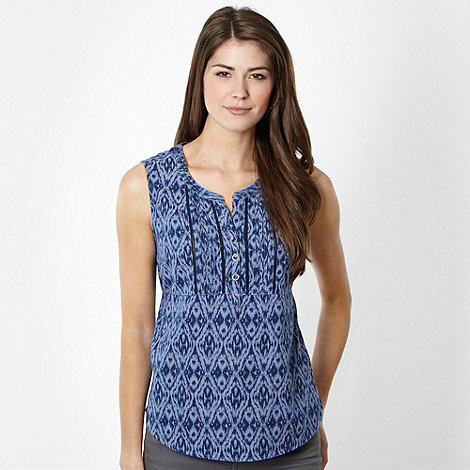 Maine New England - Blue ikat patterned tie back chambray top