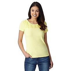 Maine New England - Yellow pleated trim t-shirt