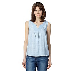 Maine New England - Light blue spot daisy embroidered top