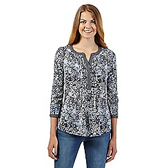 Maine New England - Navy daisy print notch neck top