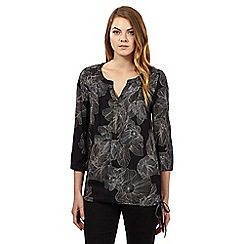 Maine New England - Black floral notched top