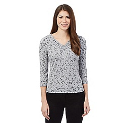 Maine New England - Grey floral ruffle top