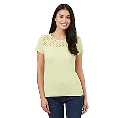 Maine New England - Lime broderie scoop top