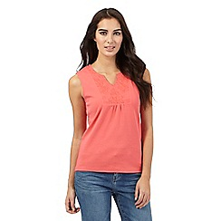 Maine New England - Coral floral notch neck top