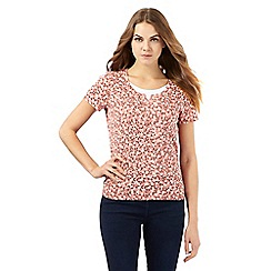 Maine New England - Dark peach geometric leaf print notch top