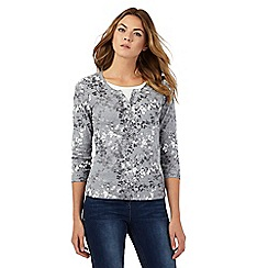 Maine New England - Grey floral print notch neck top