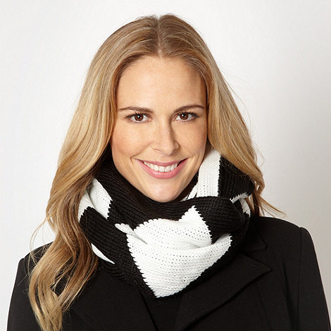 Principles by Ben de Lisi - Designer black chunky diamond knit snood