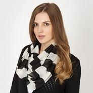 Black striped snood