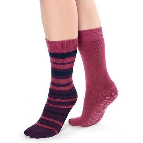 Totes - Twin pack berry stripe and plain original totes toastie slipper socks