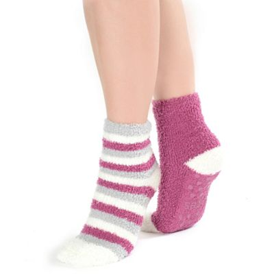 Twin pack berry stripe and plain supersoft slipper socks