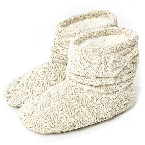 Totes - Oatmeal cable knit bootie slippers with knitted bow