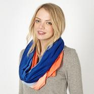 Blue graduating woven snood