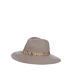 Nine by Savannah Miller - Beige 'Boase' wool hat with feather trim