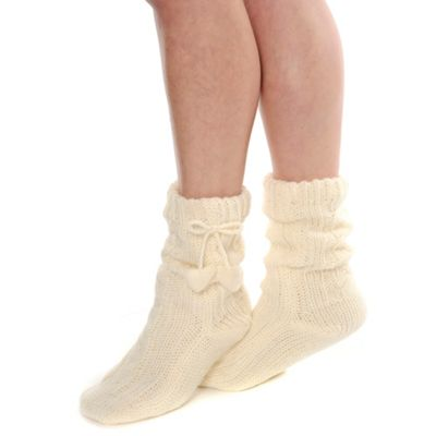 Cream cable knit heart pom pom socks