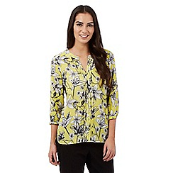 The Collection Petite - Lime etched lily front pleat top