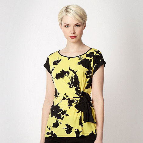 The Collection Petite - Petite yellow shadow flower jersey top