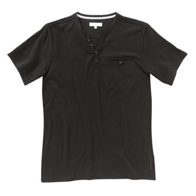 Black y-neck mens t-shirt