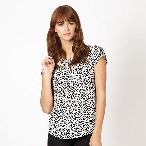 Red Herring - Off white animal keyhole shell top