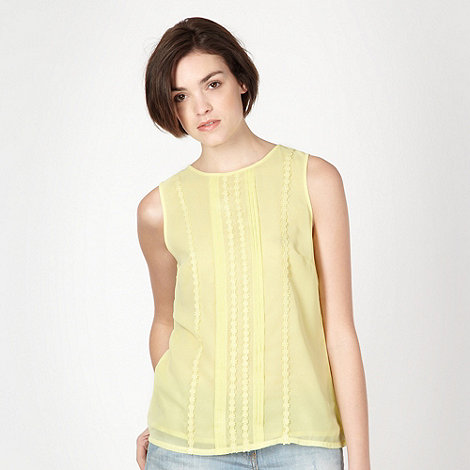 Red Herring - Light yellow daisy embroidered pin tuck top