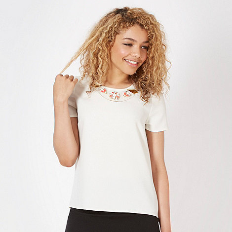 Red Herring - White crepe perspex necklace top