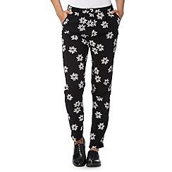 Red Herring - Black daisy printed peg leg trousers