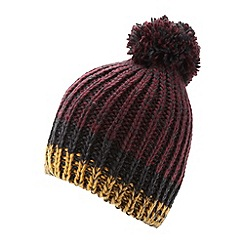 Mantaray - Dark red twist yarn hat