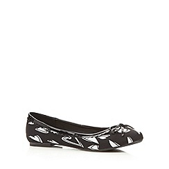 Red Herring - Black heart print pump