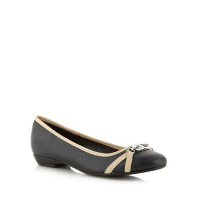 Good for the Sole Black contrast trim wider fit pumps - . -