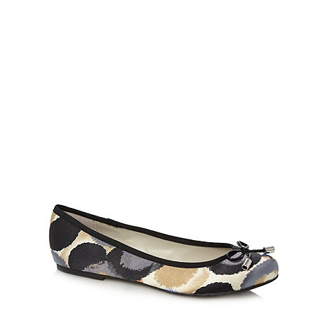 Good for the Sole - Cream blurred spot wide fit pumps