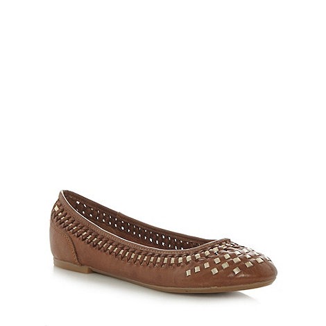 Mantaray - Tan weave leather pumps