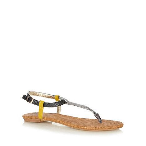 Mantaray - Brown woven textured flat sandals