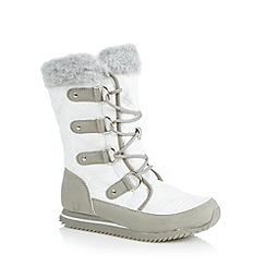 Mantaray - White quilted calf length snow boots
