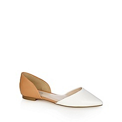 Red Herring - White two tone pointed toe shoes