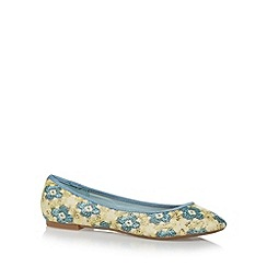 Mantaray - Light yellow pixelated floral pumps