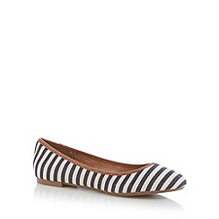 Mantaray - Cream striped pumps