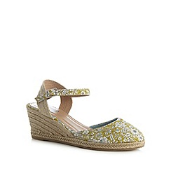 Mantaray - Green floral mid wedges