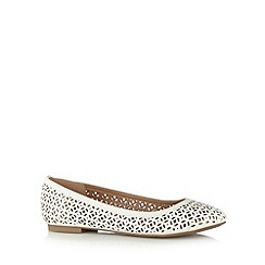 Mantaray - Off white cutout pumps
