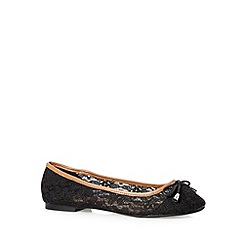 Mantaray - Black lace pumps