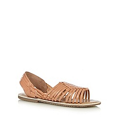 Mantaray - Tan leaf weave strap leather sandals