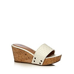 Mantaray - White weave high wedges