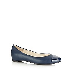 Good for the Sole - Navy patent toe cap wide fit pumps