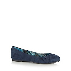 Good for the Sole - Navy twisted bow wide fit pumps