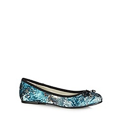 Good for the Sole - Blue abstract brushstroke wide fit pumps